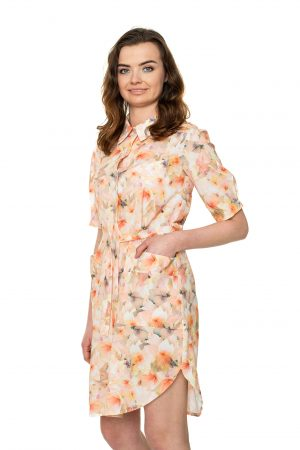 Persikinė susagstoma suknelė