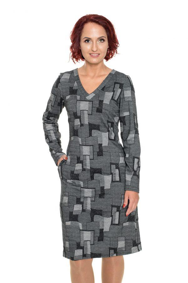 Pilka iškilaus rašto suknelė trikampiu kaklu
