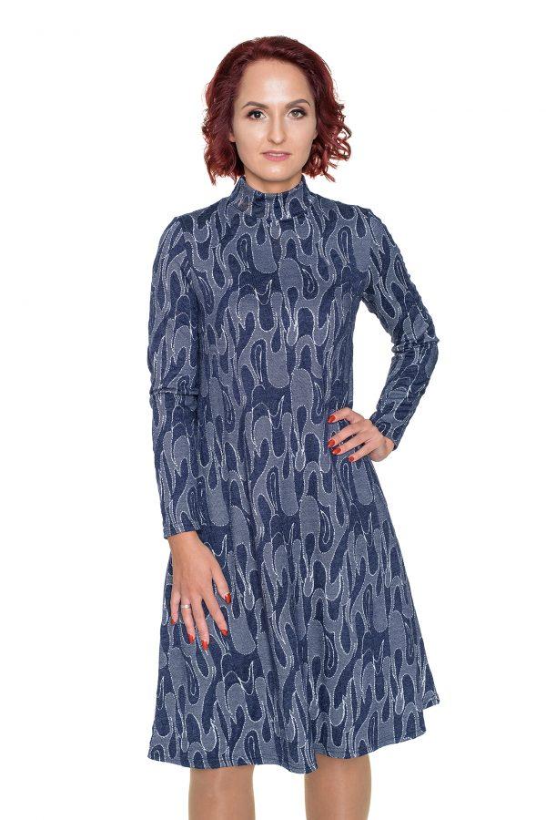 Varpelio silueto suknelė aukšta apykakle