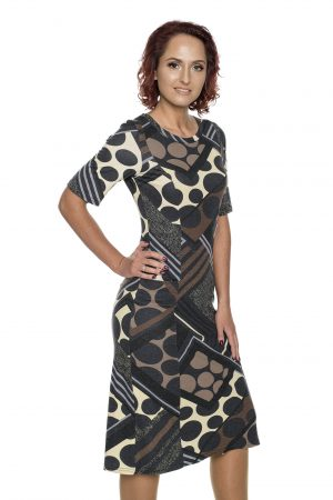 Rudai marginta platėjanti suknelė
